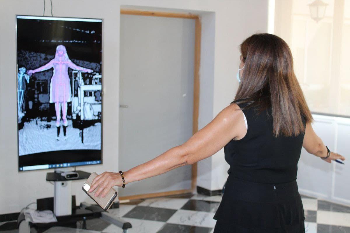 Antonia Romero, director of SAL, testing the Totem prototype
