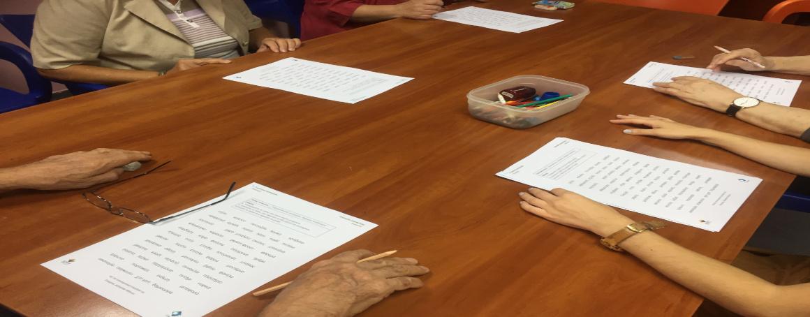 Elderly solving exercises from diAnia App.